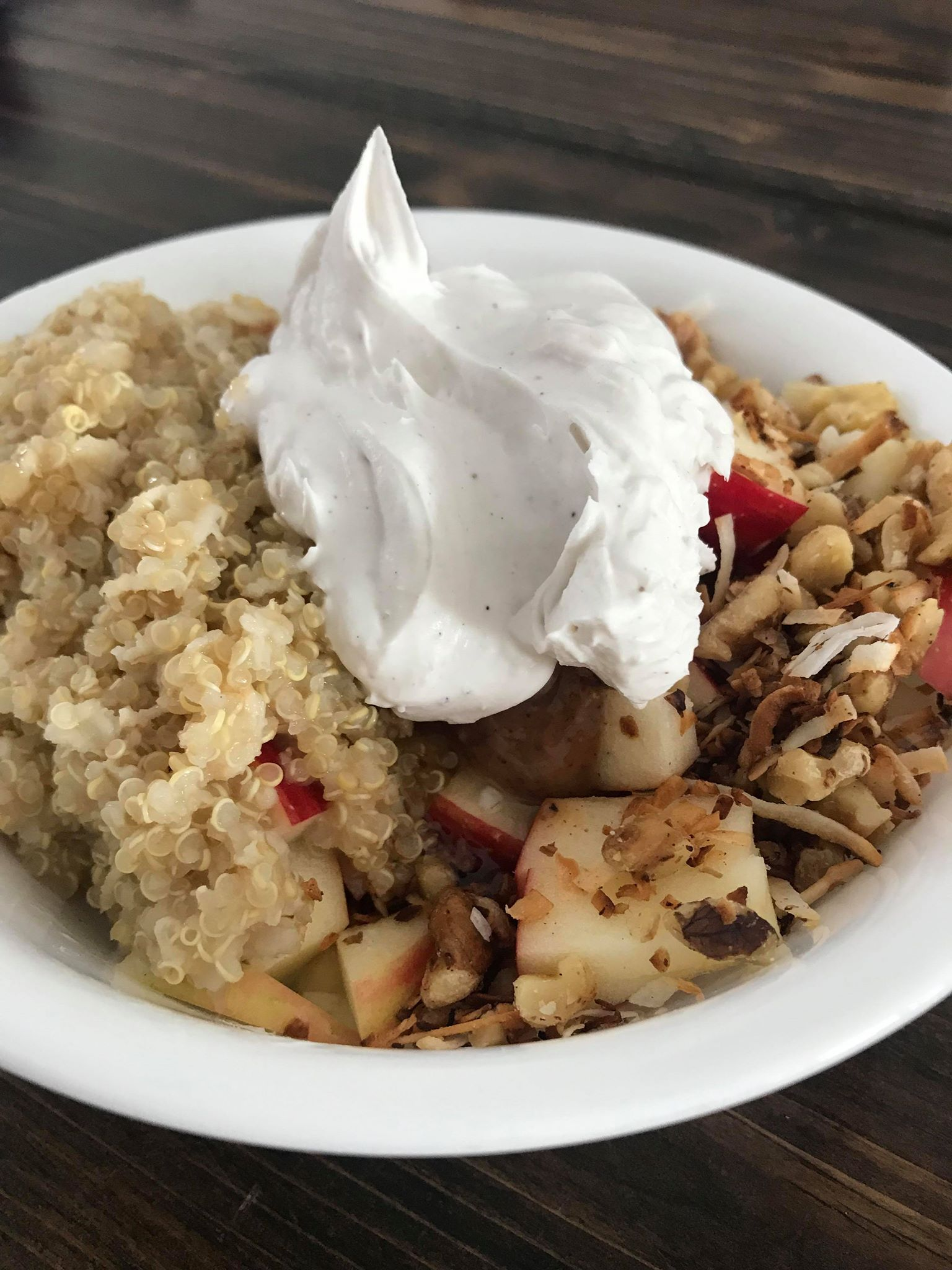 Trying to make healthy choices but need something? This Healthy Crisp Apple Power Bowl (with only 5 ingredients) is a must try!